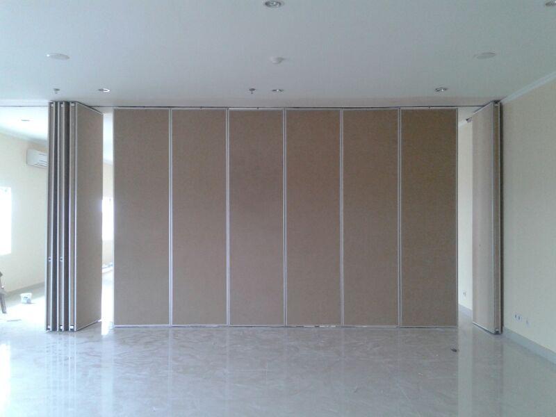 pintu lipat ruang meeting